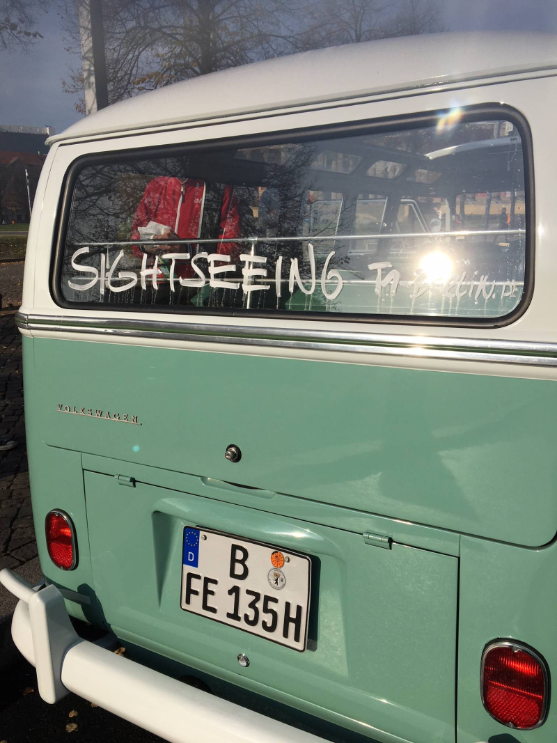 VW_bulli_t1_samba-sightseeing_onstage_local_2018_berlin#4