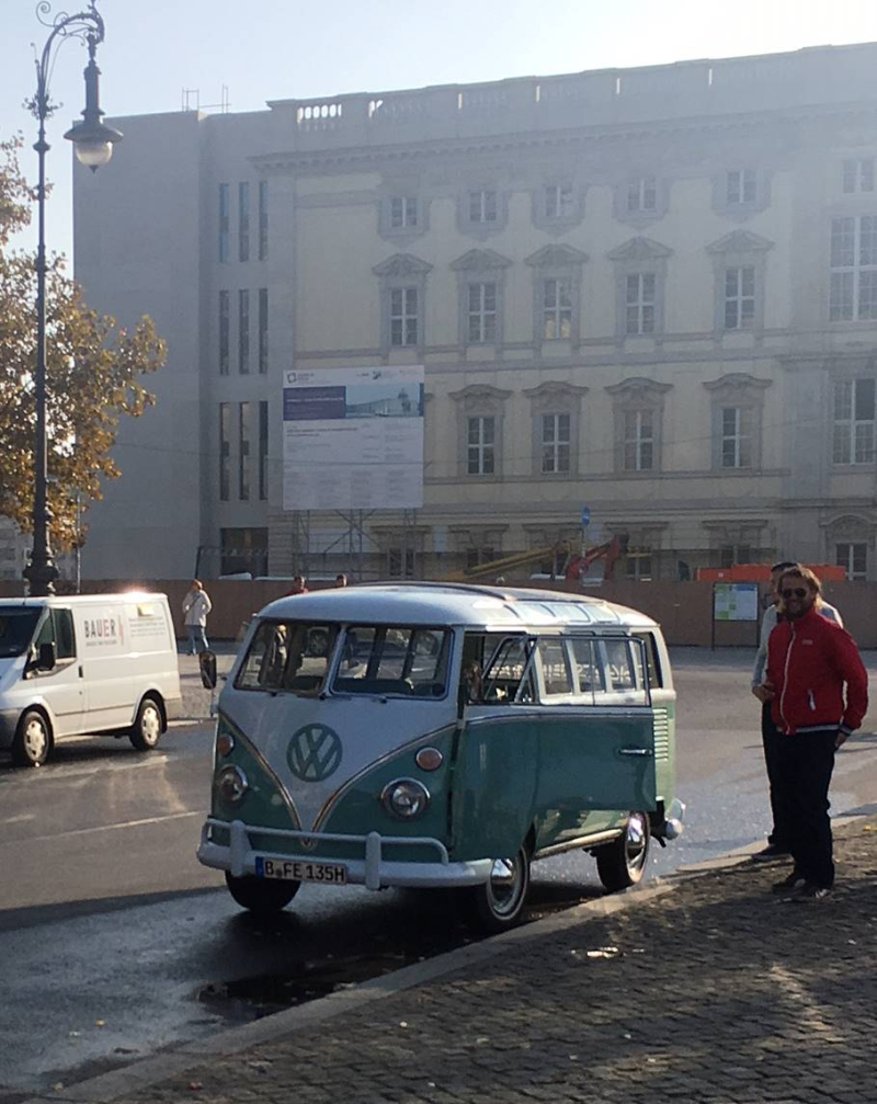 VW_bulli_t1_samba-sightseeing_onstage_local_2018_berlin
