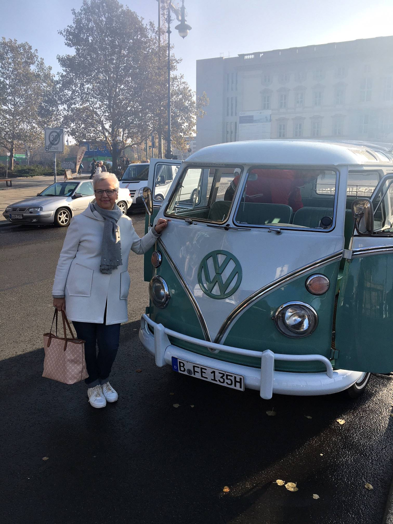 VW_bulli_t1_samba-sightseeing_onstage_local_2018_berlin#2